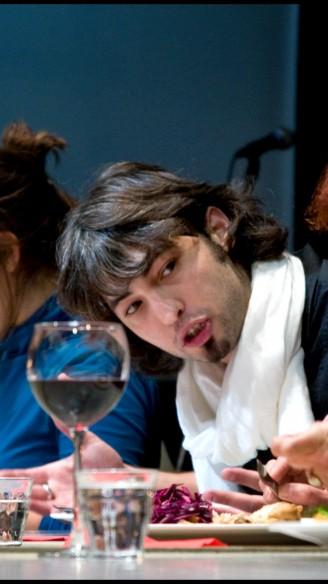 Ilay den Boer tussen publiek in Eet smakelijk<br/>Fotografie: Moon Saris, Theater in beeld