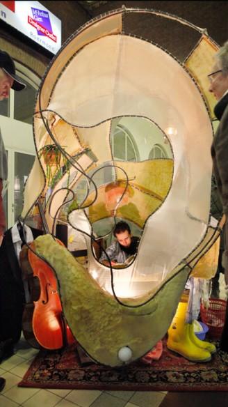 het oor van Maria van Wanda Eyckerman<br/>Fotografie: Moon Saris, Theater in Beeld